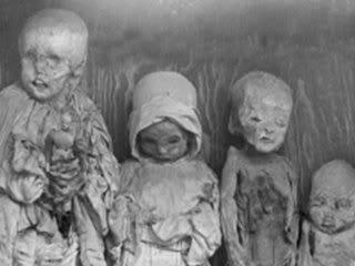 Corpi di bimbi uccisi e conservati da Enriqueta Martì